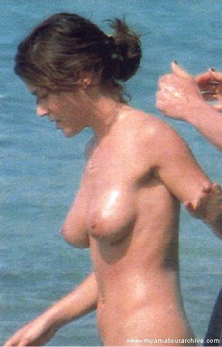 Голая Алиса Милано на пляже, фото папарацци. Alyssa Milano / Алисса Милано