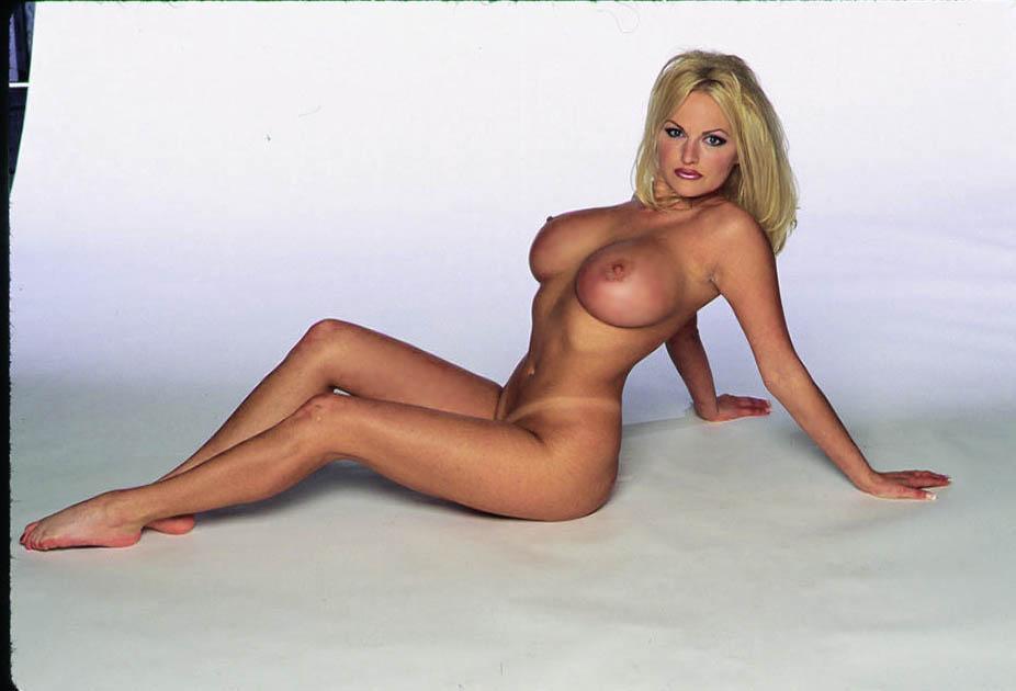 video-podglyadel-za-golimi-v-razdevalke