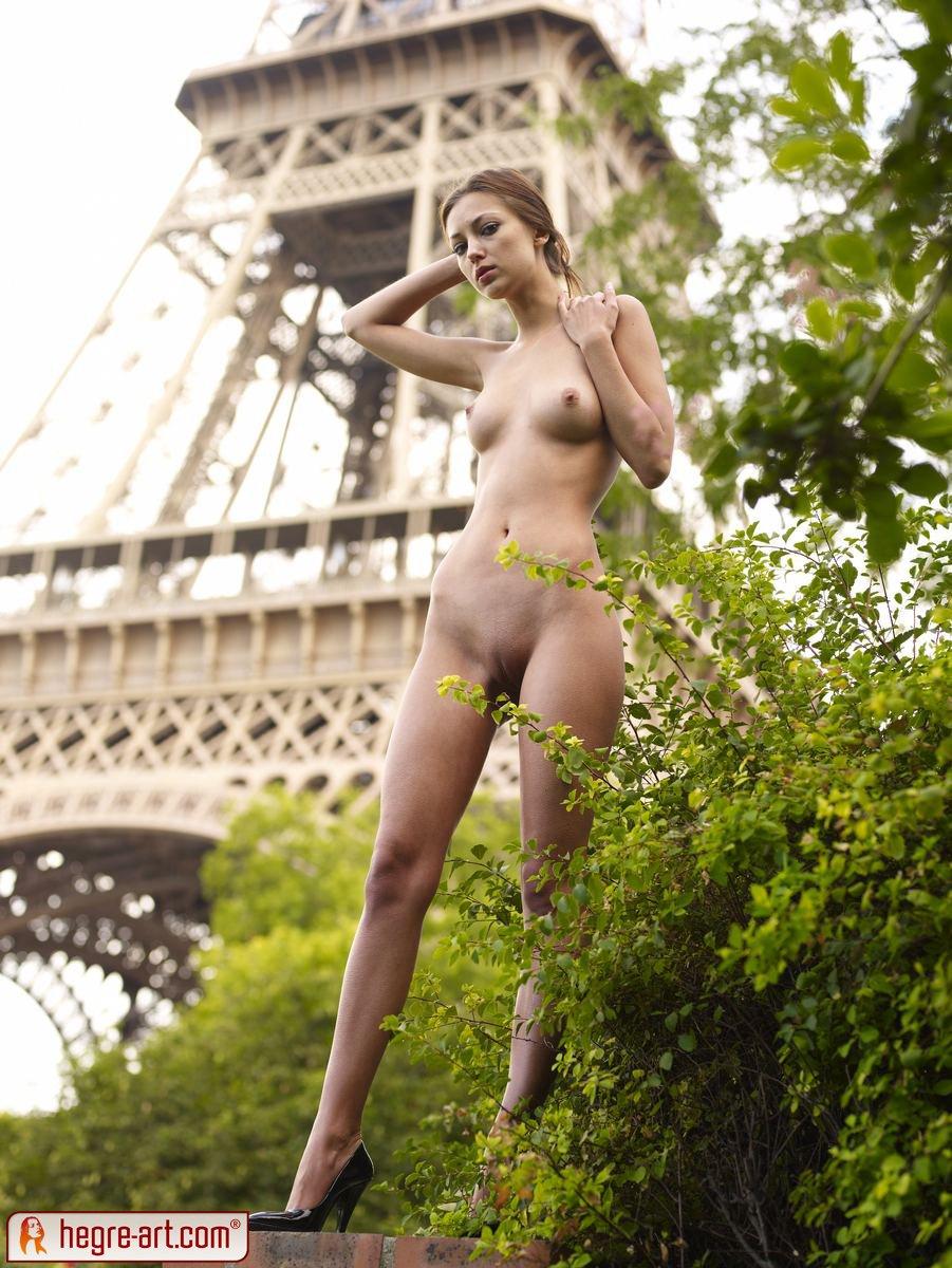 голая в париже-еи1
