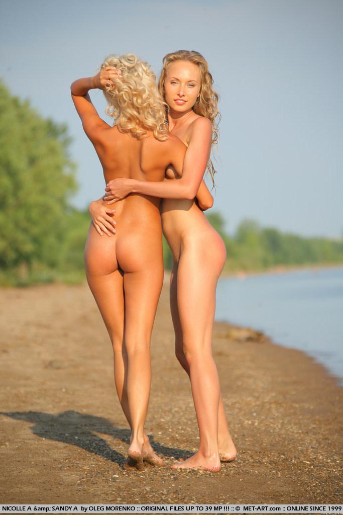 Dos conchas rubias tremendas...