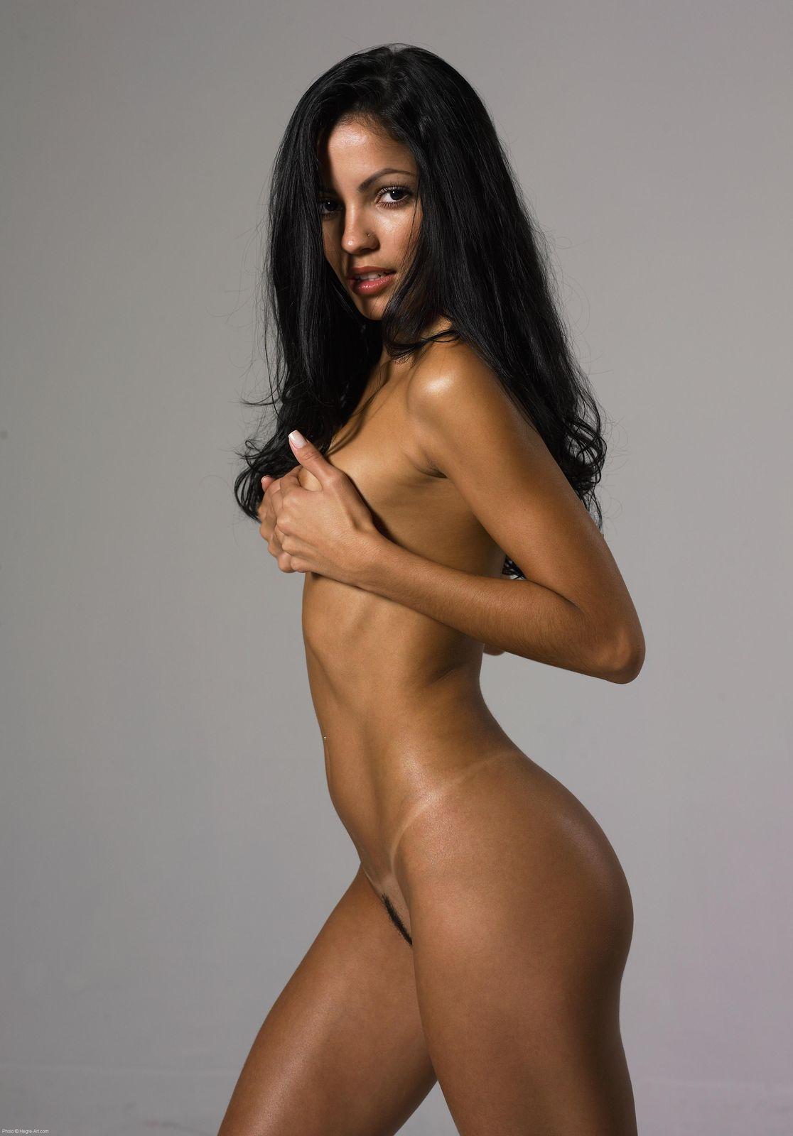 Sexy fitness girl nude pics