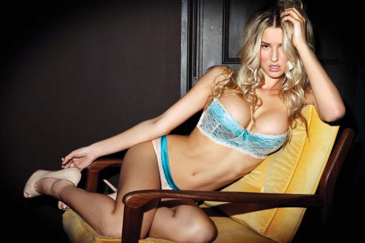 Danica Thrall rubia super tetona