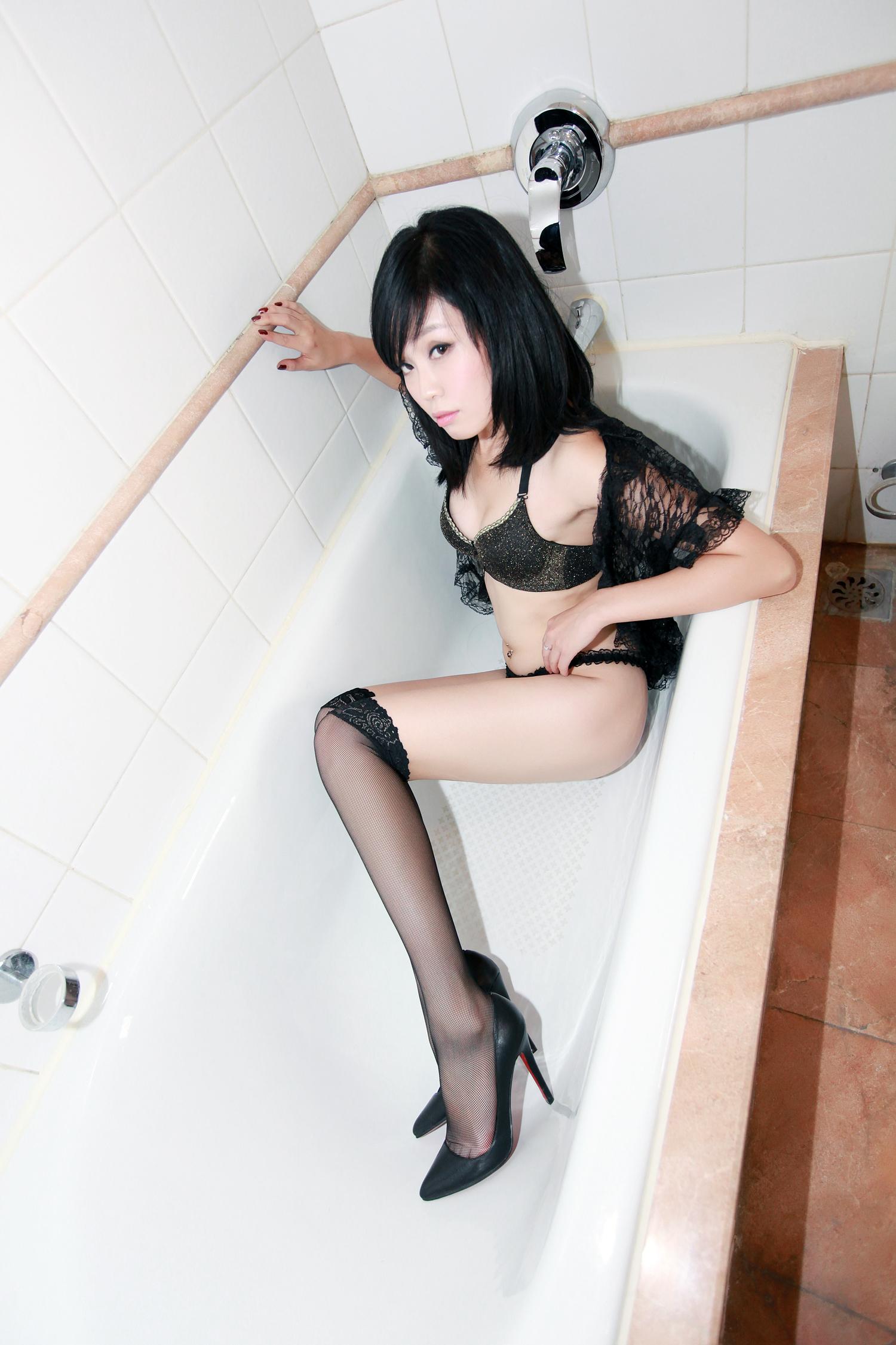 浴室黑絲  [10P]