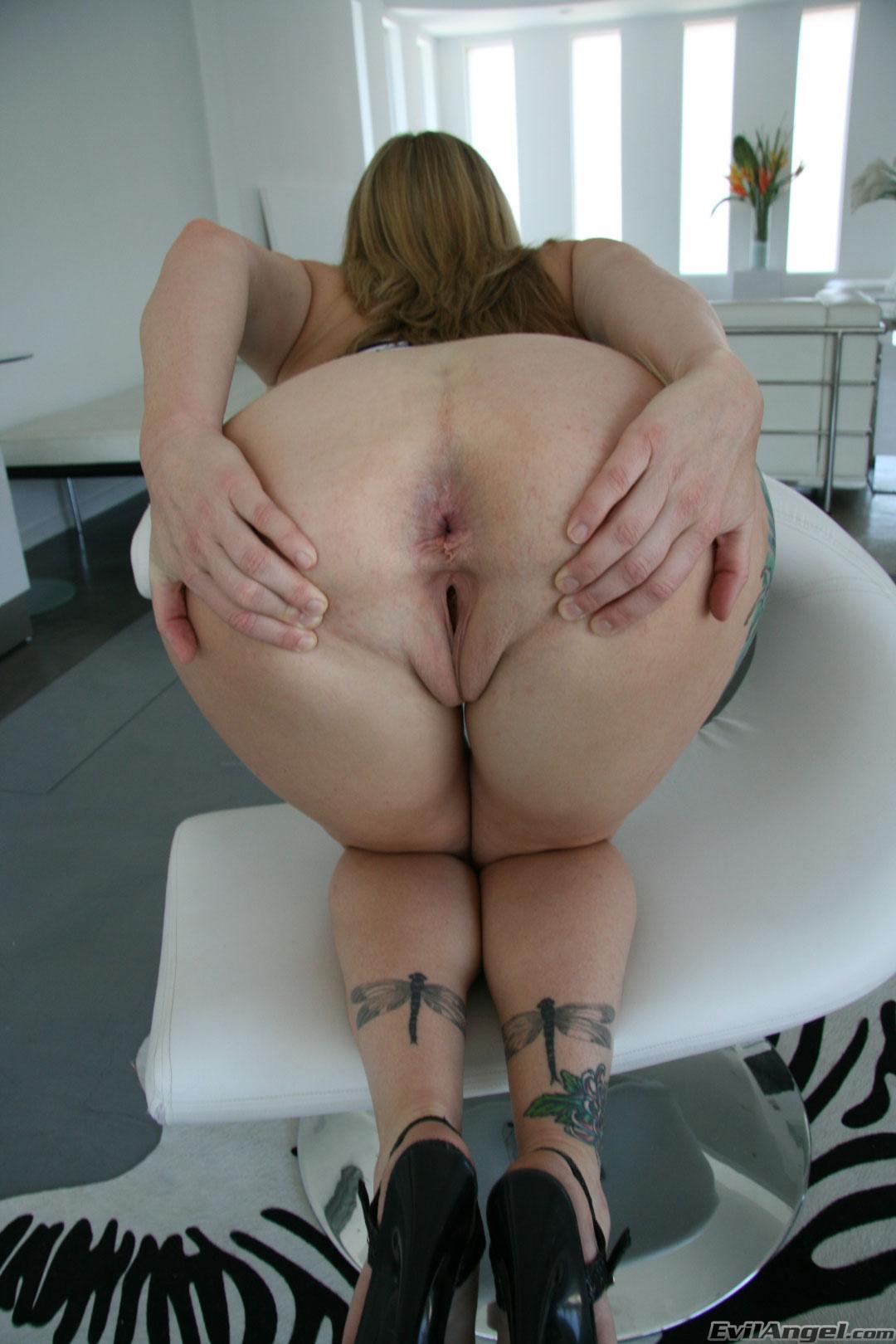 Самые большие дырки женском теле бесплатно 25 фотография