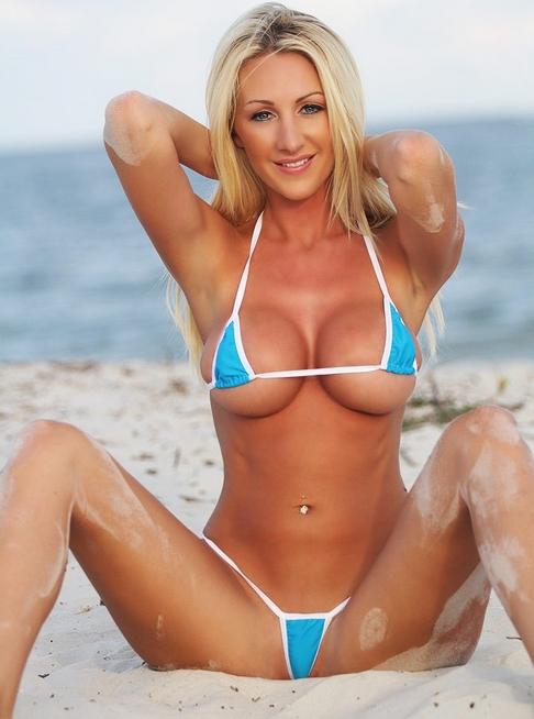 Mujeres engrasadas en bikinis