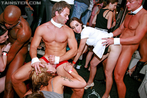 public lesbian sex at party v