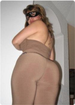 Ella muestra su pussy y los hombres se pajean - 1 part 2
