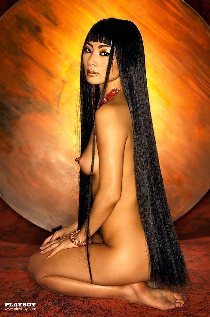 Bai ling inspect her pussy in bikini